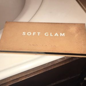 Makeup - ABH soft Glam palette